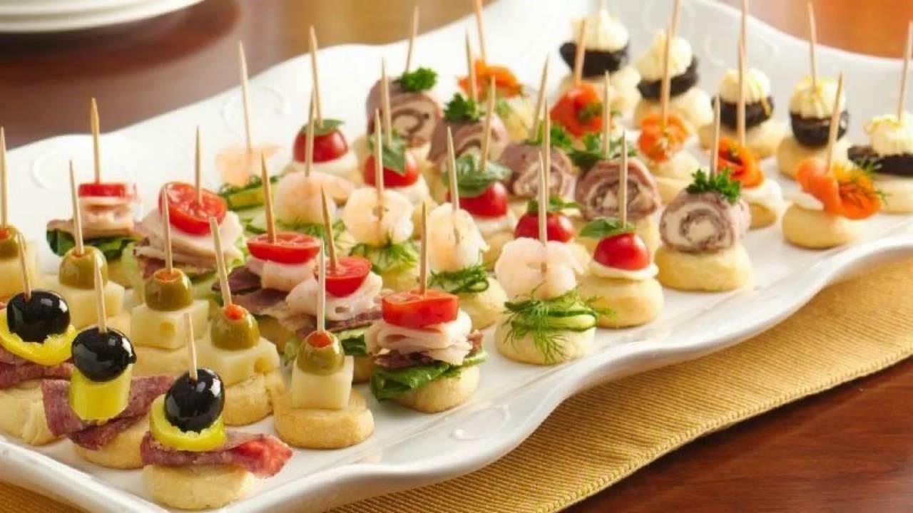Recette d'apéritif de Noël: brochettes de fromage et de salami.