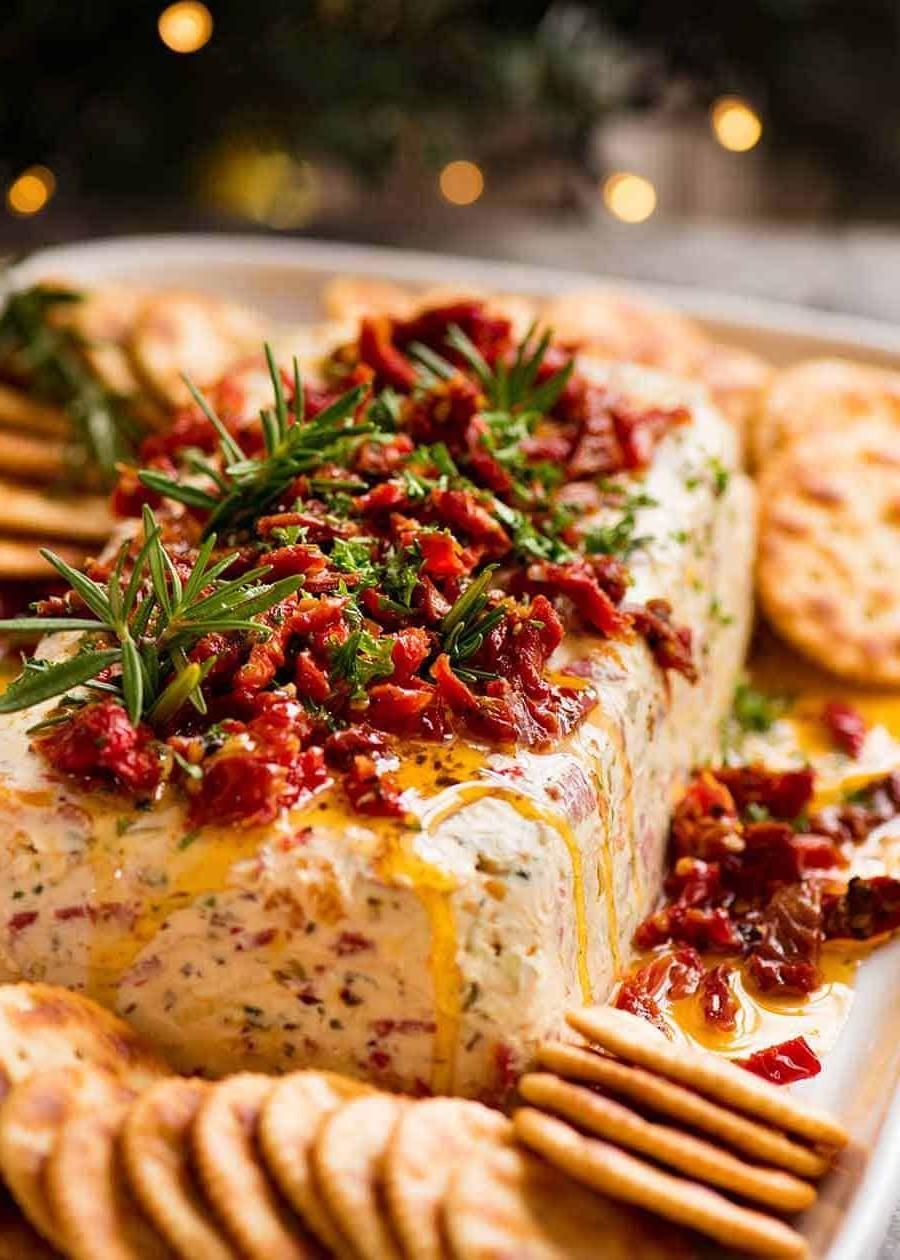 Recette d'apéritif de Noël: hors-d'oeuvre au fromage à la crème avec des tomates séchées.