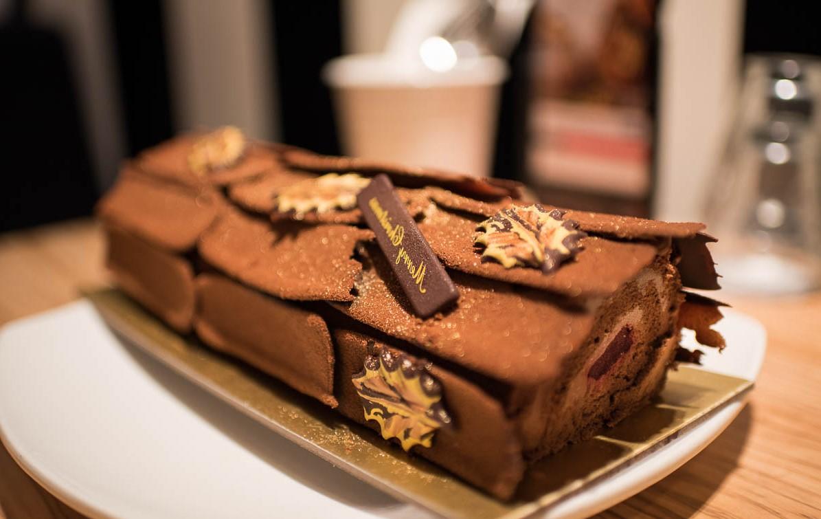 La première recette de gâteau de bûche de Noël a été intelligemment créée à la fin des années 1800 par un chef pâtissier français.