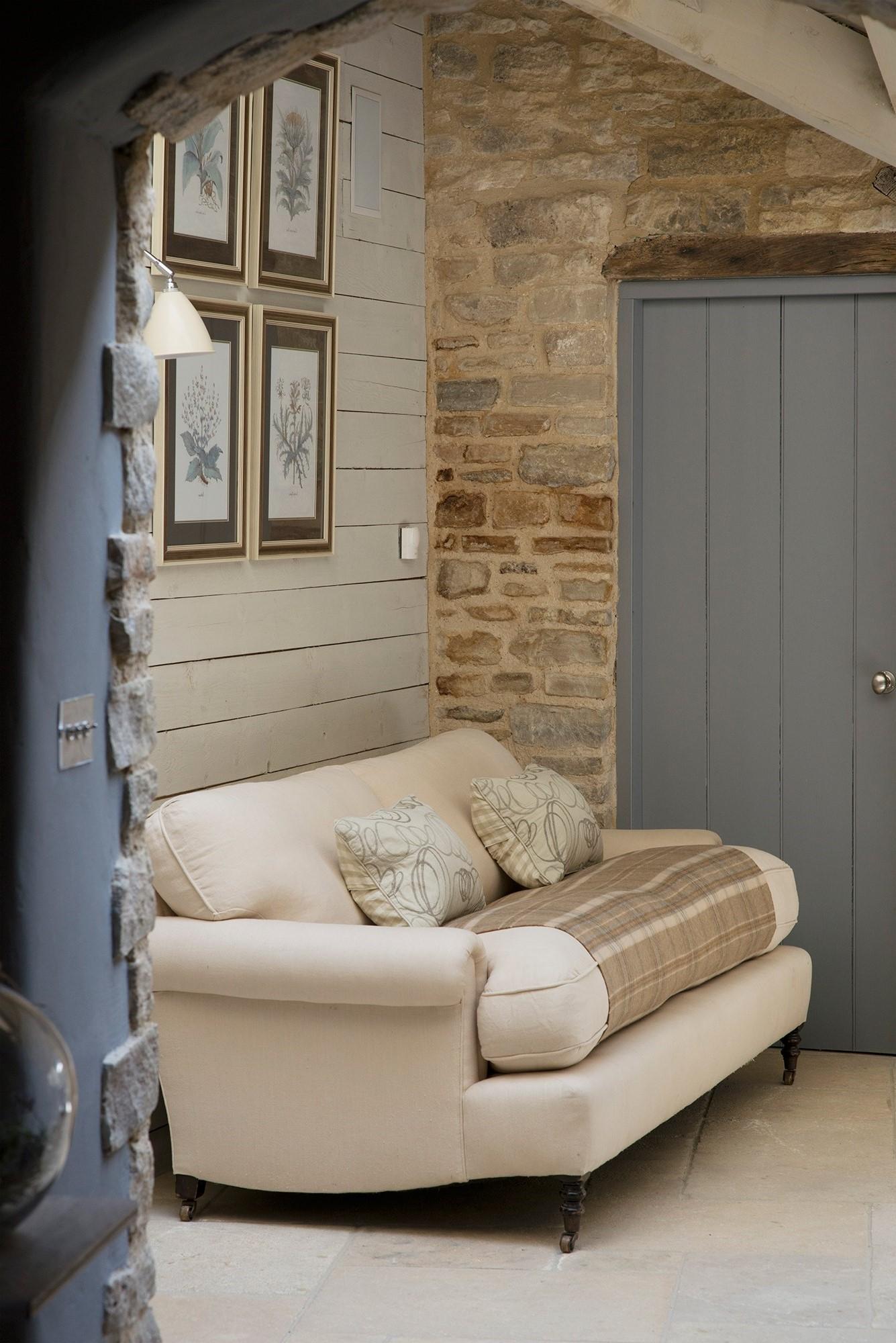 Assurez-vous que chaque pièce a un air de chaleur et de confort, semblant être habité et simple.