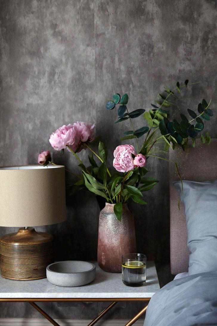 Ajoutez de la texture à chaque pièce en utilisant des coussins, des plaids et des rideaux dans une sélection de couleurs, de styles et de motifs.