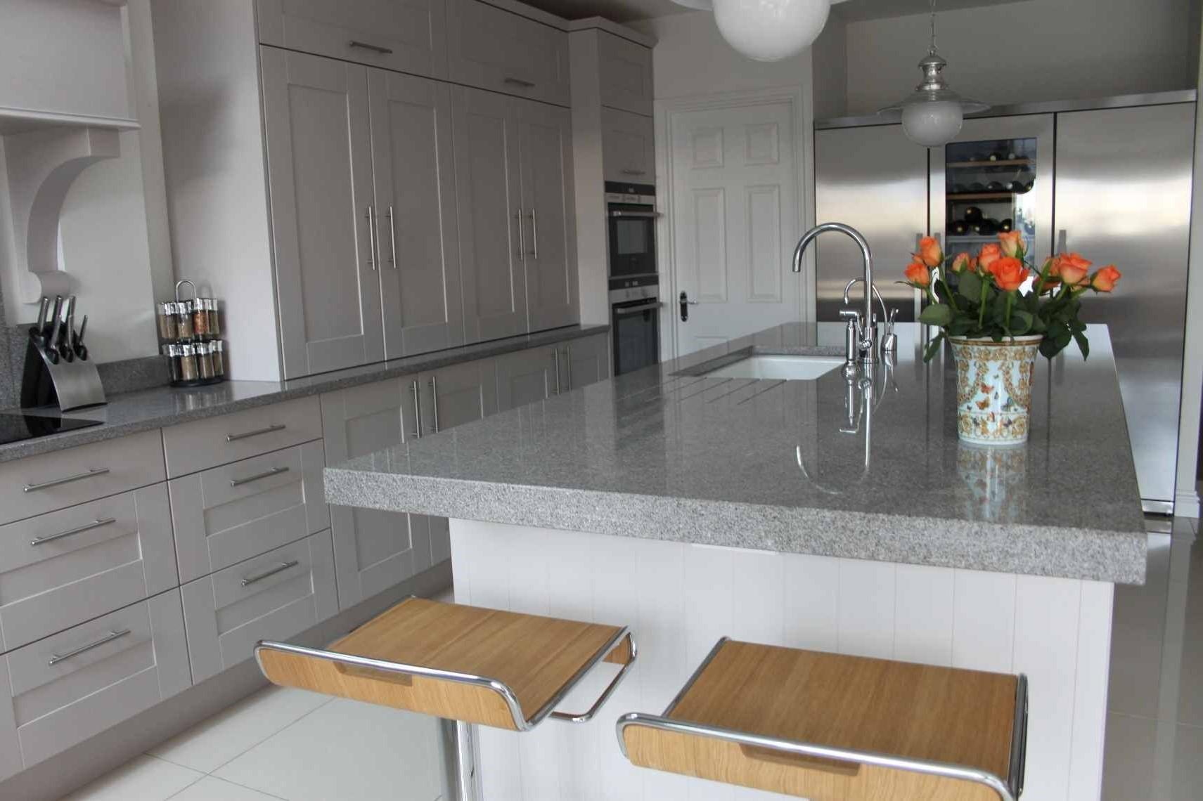 Cela s'est avéré être la meilleure hauteur ergonomique pour un comptoir de cuisine.
