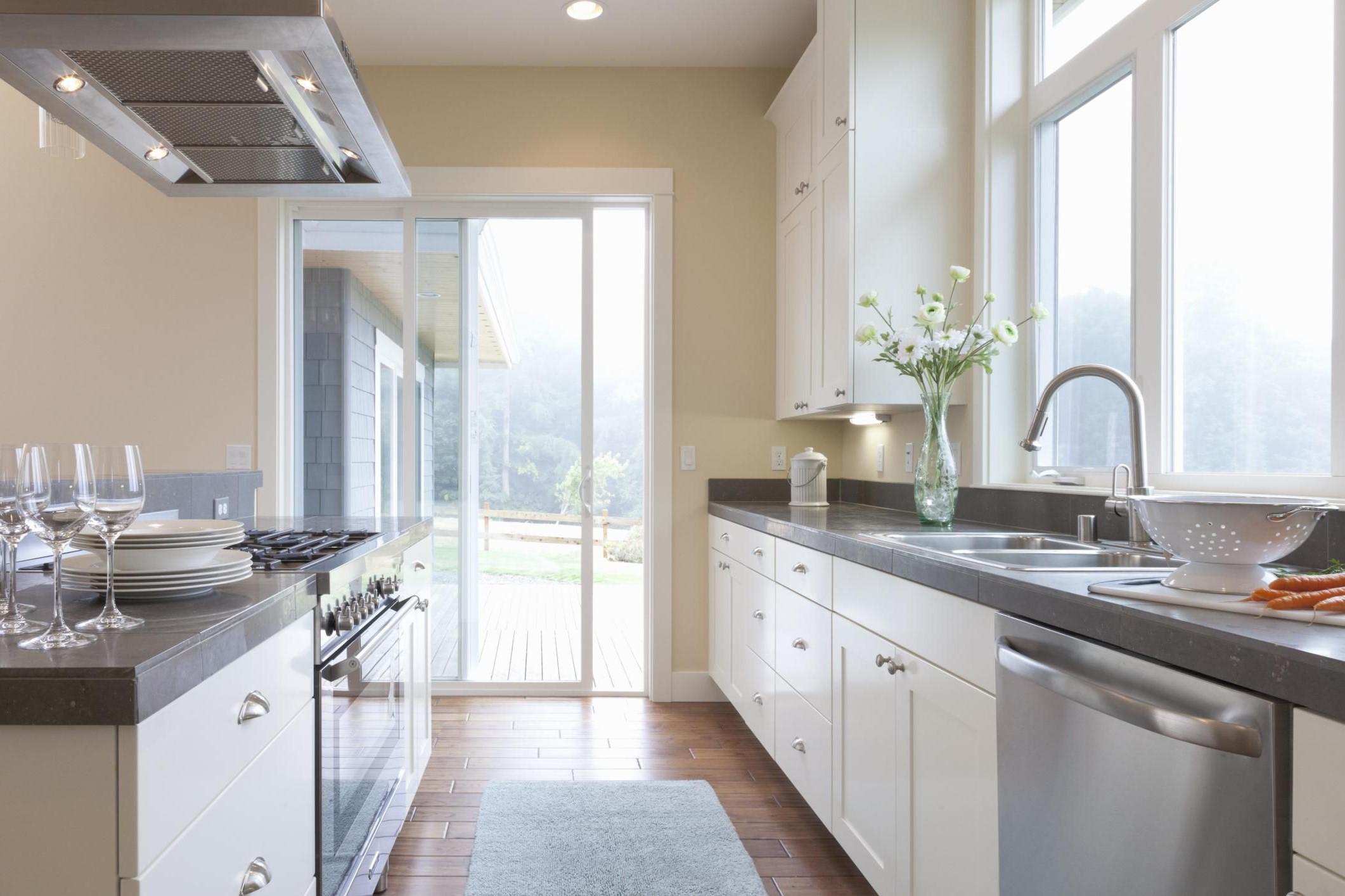 Ces normes de conception sont établies par des études déterminant les dimensions les plus confortables et pratiques pour les résidents moyens pour tous les différents éléments de la construction de maisons.
