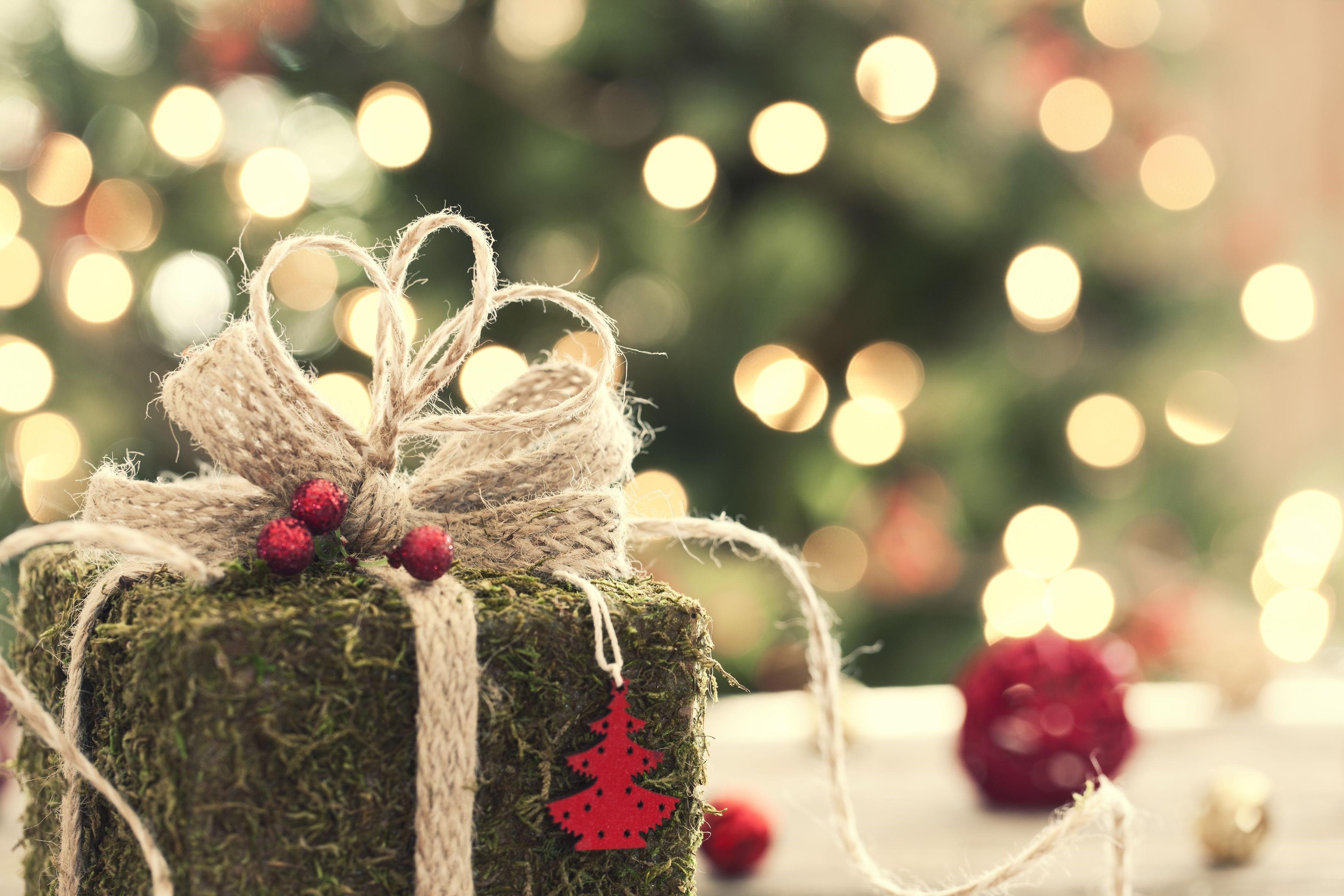 Décoration de Noël avec des éléments naturels en vert.