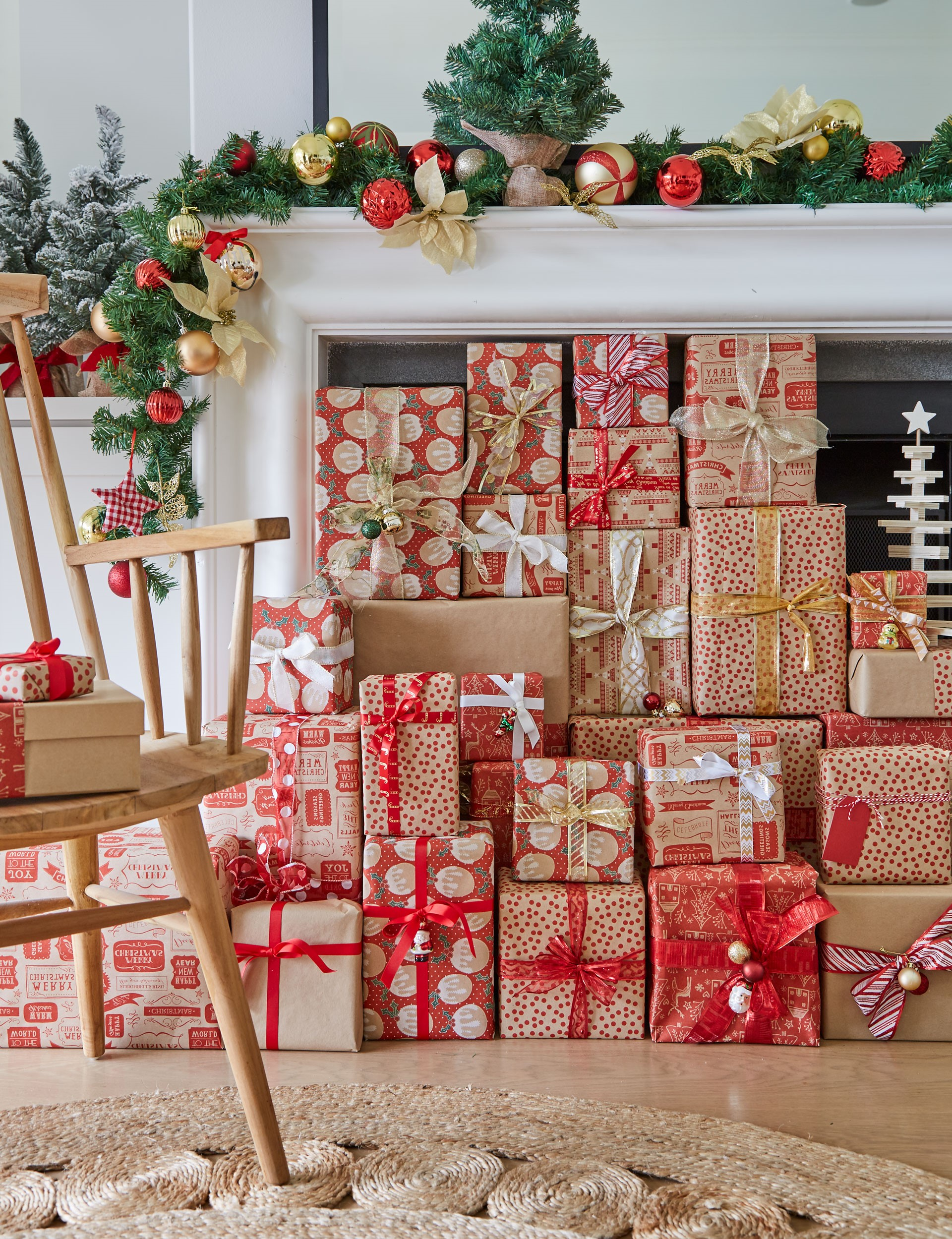 Coffrets cadeaux emballés dans du beau papier d'emballage.