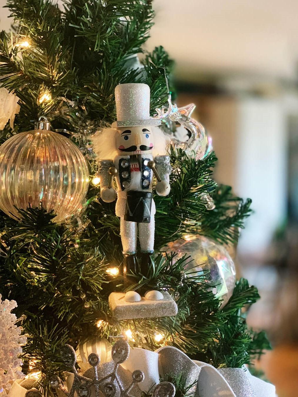 Idées de décoration de Noël avec des jouets.