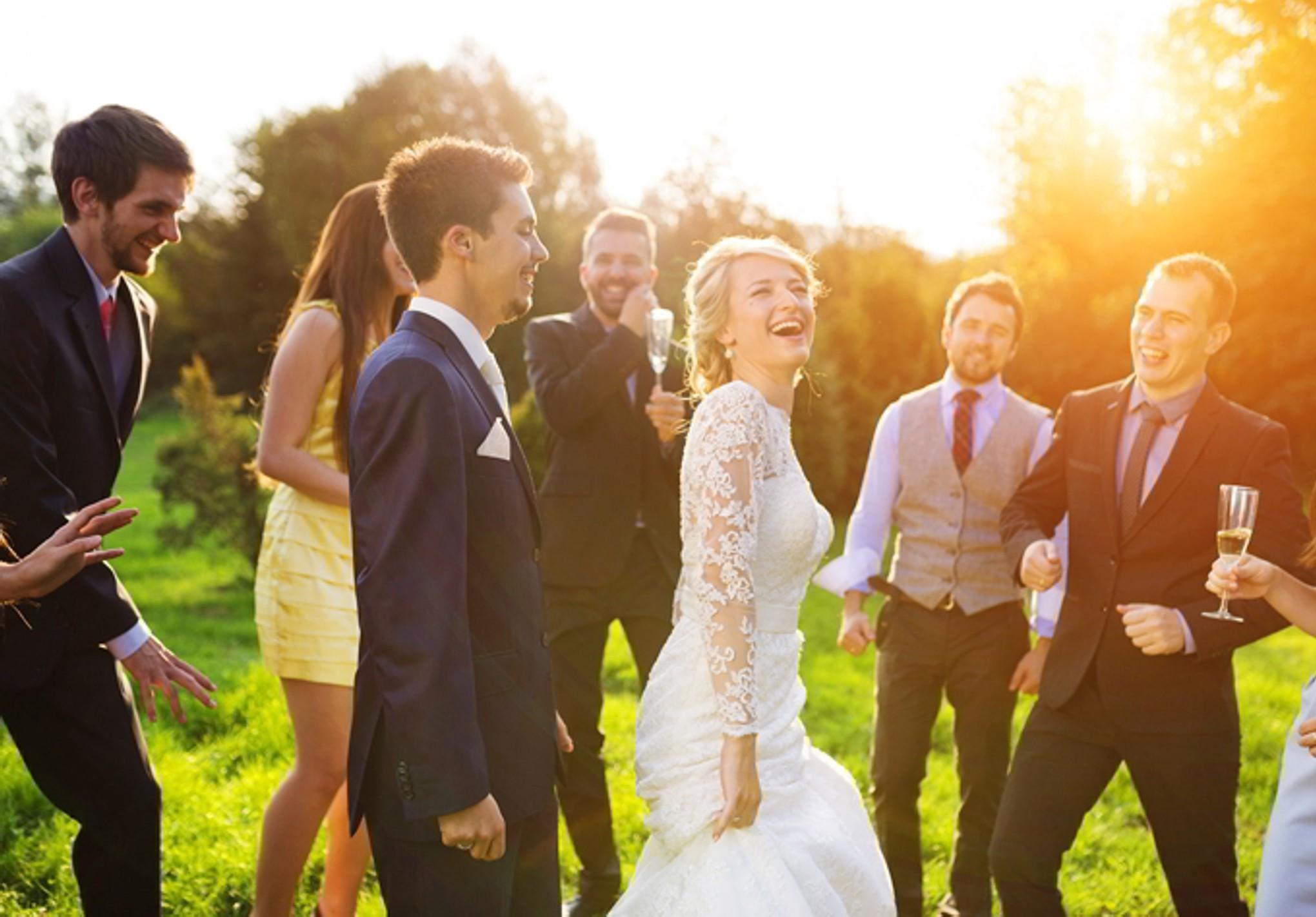 Jeux de mariage rigolo: défi de danse.