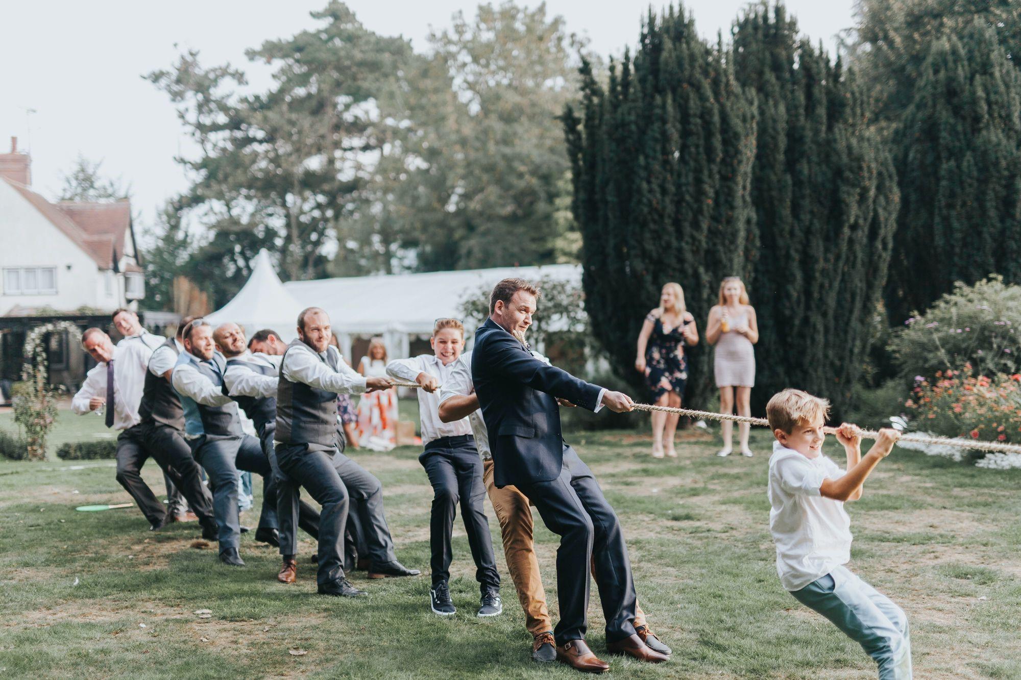Jeu amusante pour votre invités: tir à la corde.