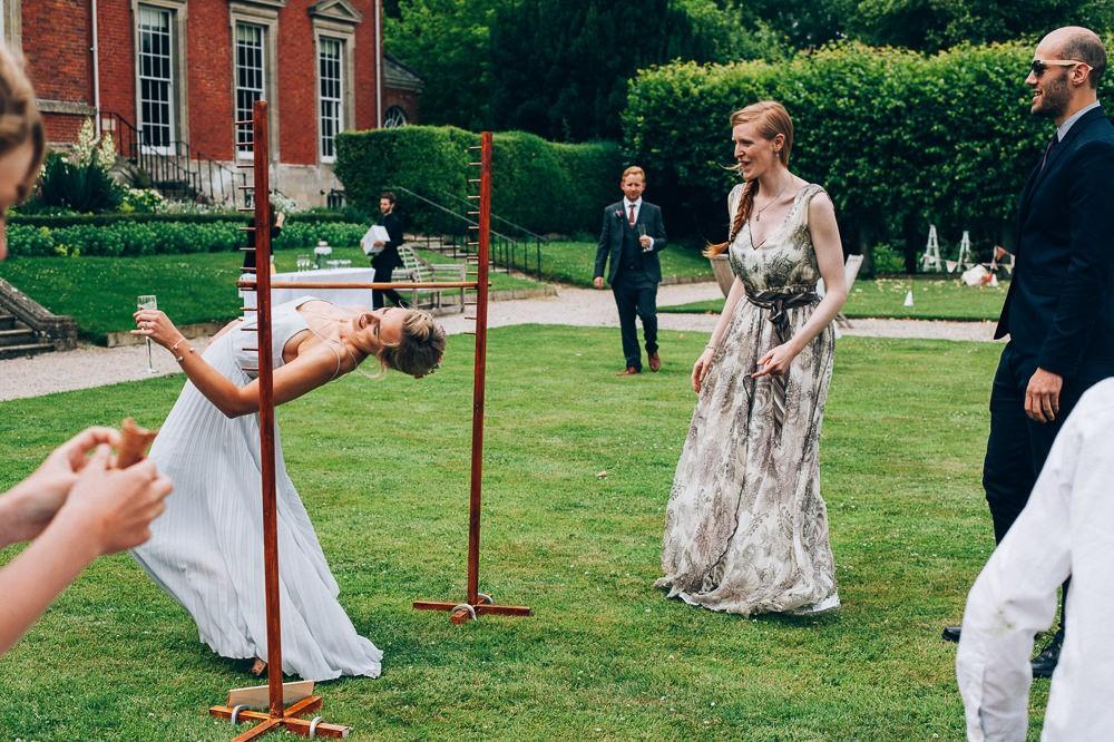 Jeux de mariage rigolo: organisez un jeu de danse amusant.