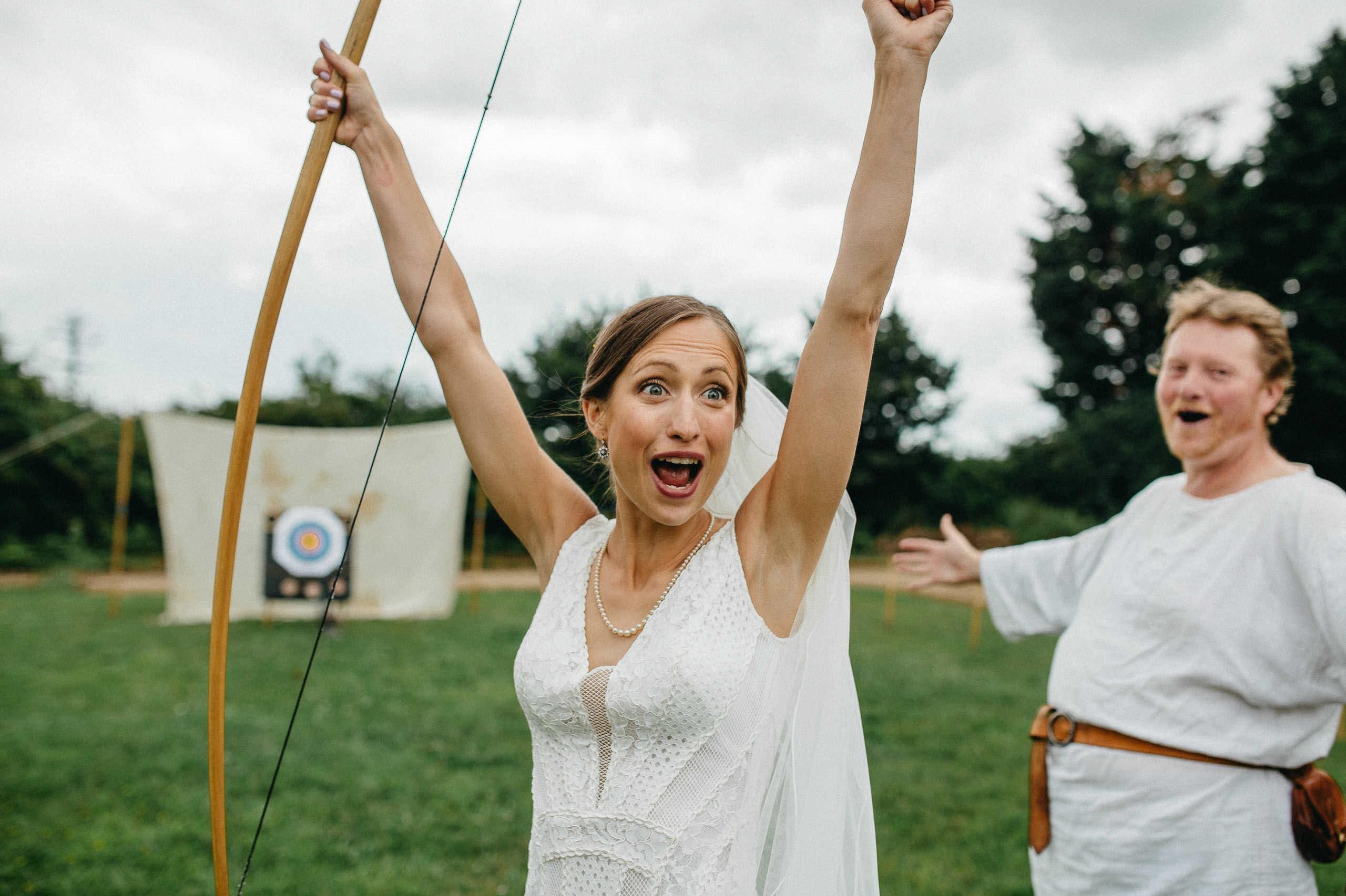 Jeux de mariage rigolo: tir à l'arc.