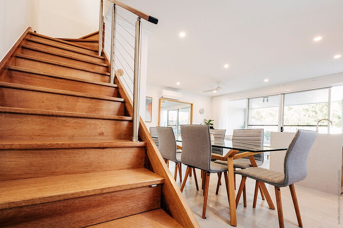Mélangez le métal et le bois dans le design des escaliers.