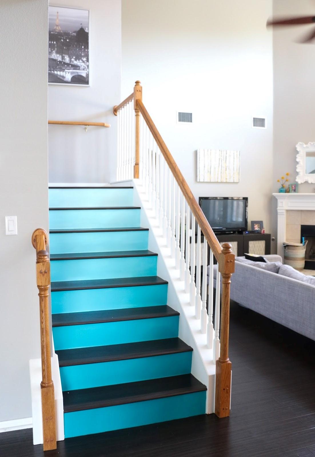 Si vous n'habitez pas près de la plage, mais que vous souhaitez intégrer la mer dans votre maison, peignez votre escalier avec une belle nuance de bleu ou de vert océan.
