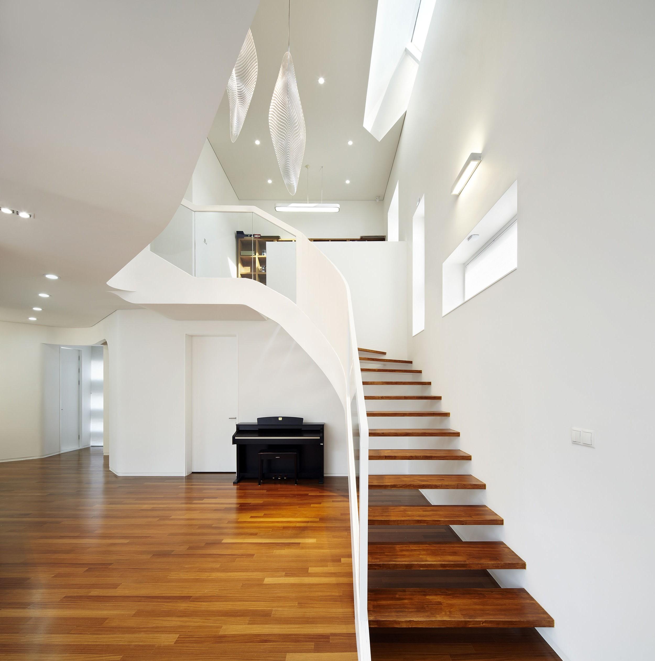 Les escaliers ont tendance à correspondre au reste de la maison.