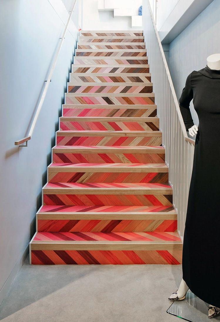 Pourquoi peindre votre escalier en noir ou en blanc quand vous pouvez le peindre de multiples nuances?