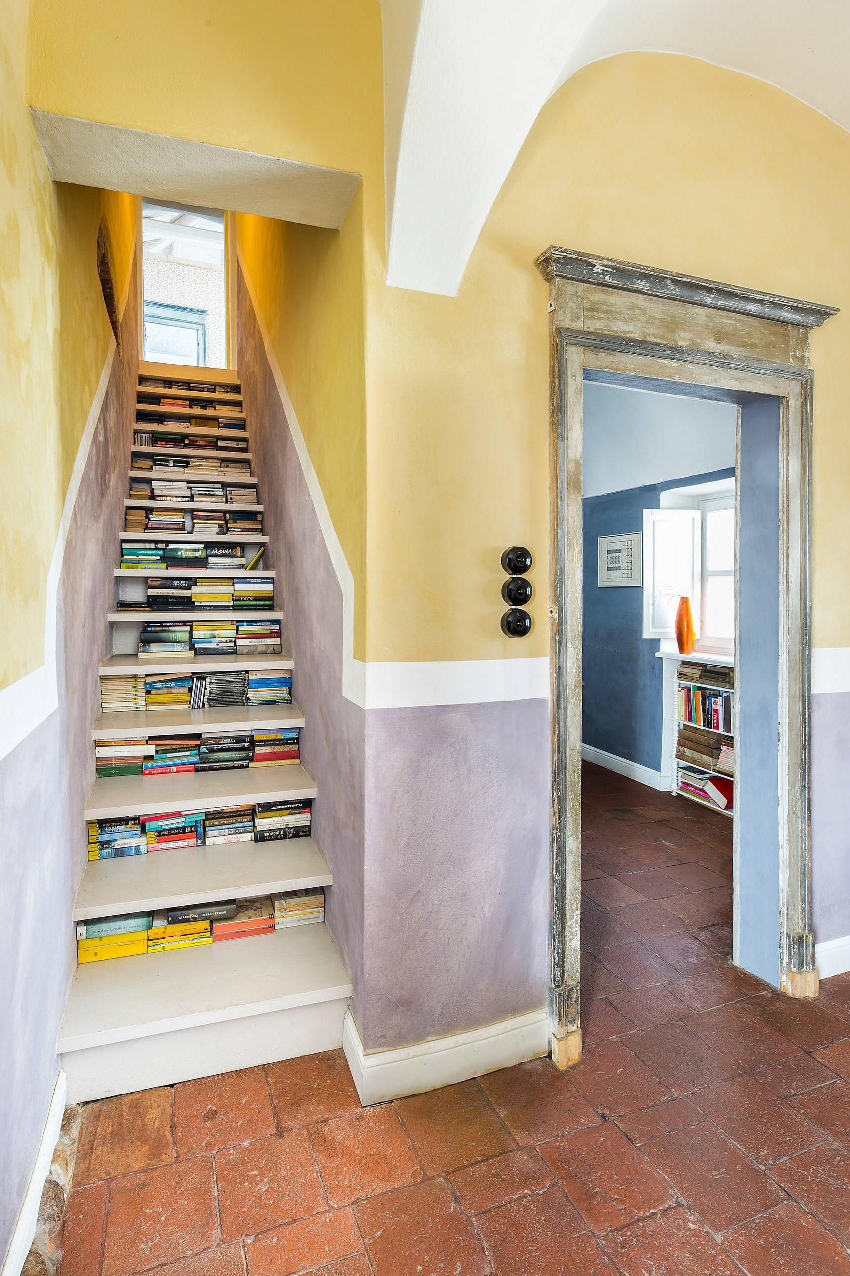 Toutefois, lorsque vous souhaitez améliorer votre escalier, le meilleur moyen de commencer consiste à utiliser le mur qui le relie.