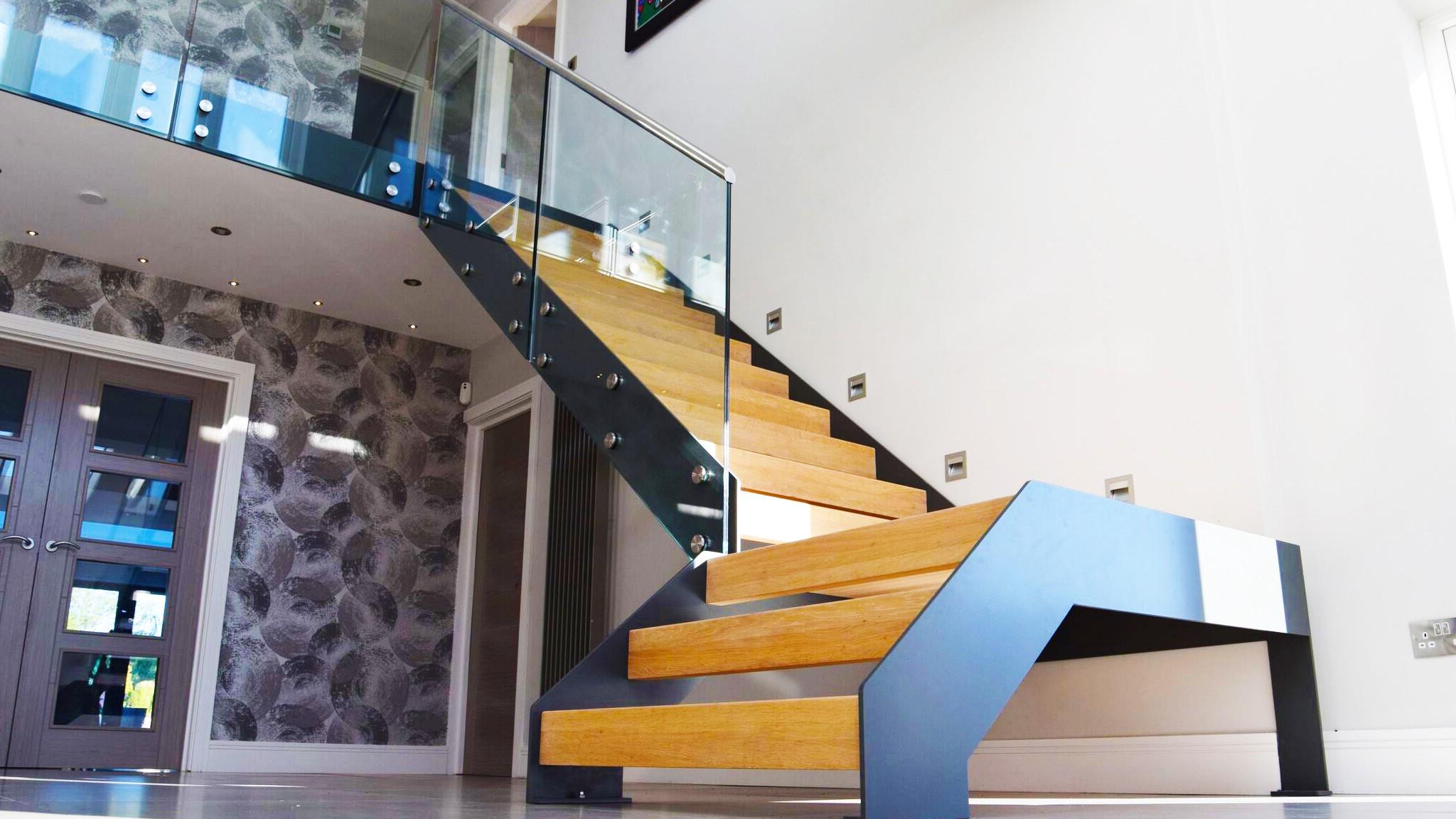 Mélangez le bois et le verre pour un look moderne.