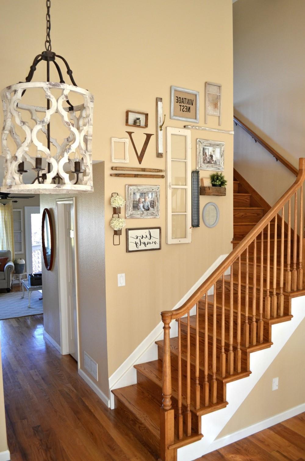 Faites une galerie murale à côté des escaliers.