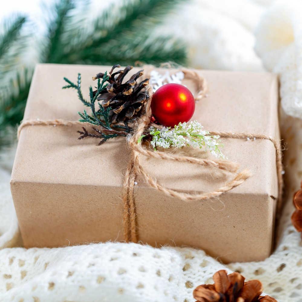Emballez vos cadeaux dans du papier recyclé.