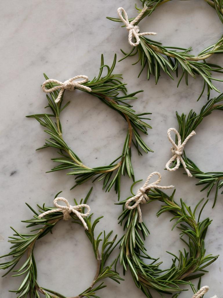 Christmas Zero Waste: créez des décorations d'herbes fraîches pour votre maison.