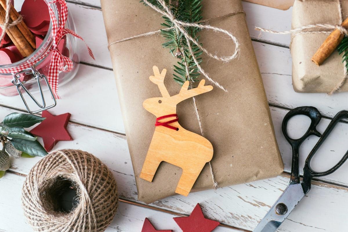 Choisir des cadeaux de Noël originals.