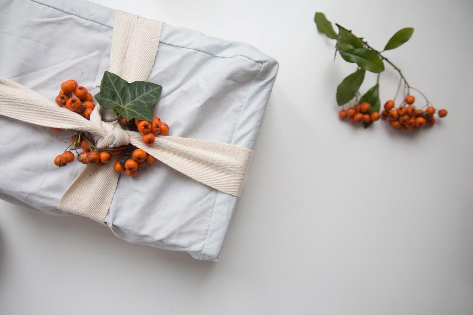 Quel que soit le cadeau, envisagez de l'envelopper dans un tissu réutilisable.