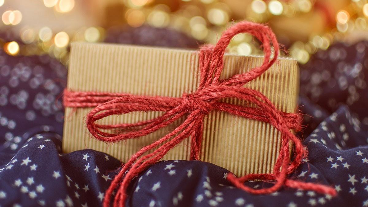 Noël zéro déchet: utilisez du ruban de matériau réutilisable.