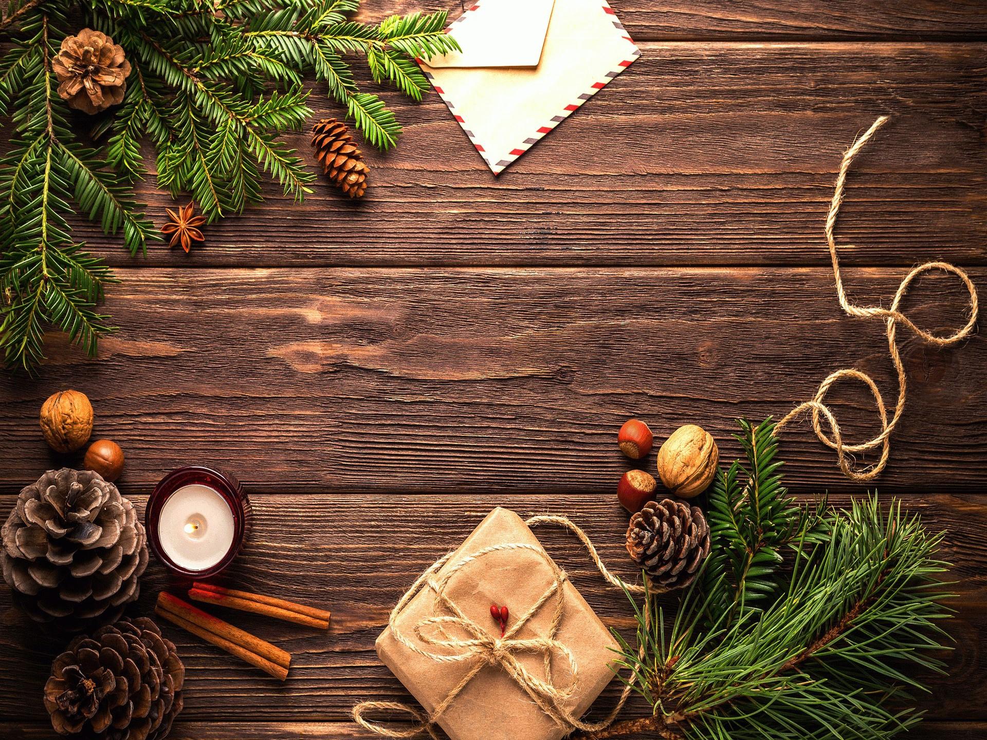Chaque Noël, environ 83 kilomètres carrés de papier d'emballage se retrouvent dans les poubelles françaises.