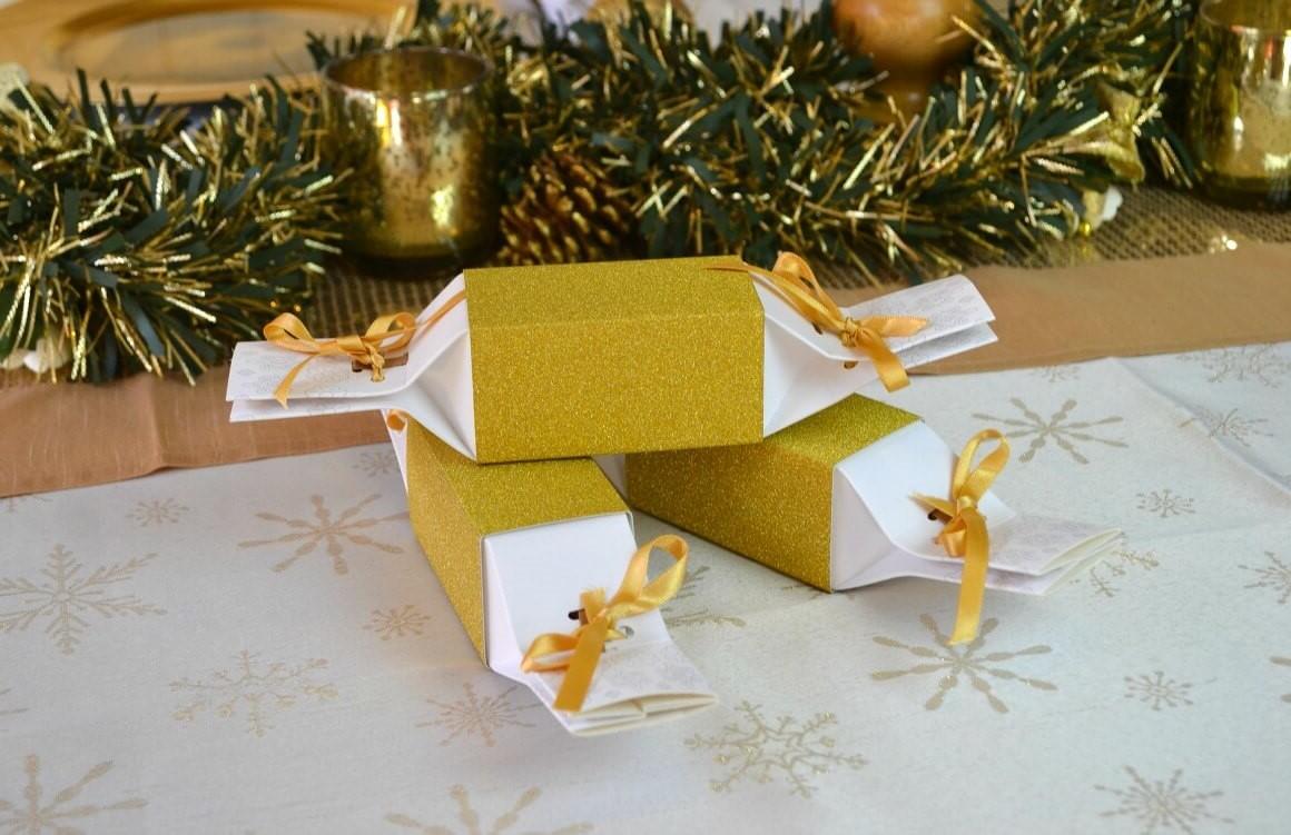 Utilisez des boîtes cadeaux réutilisables.