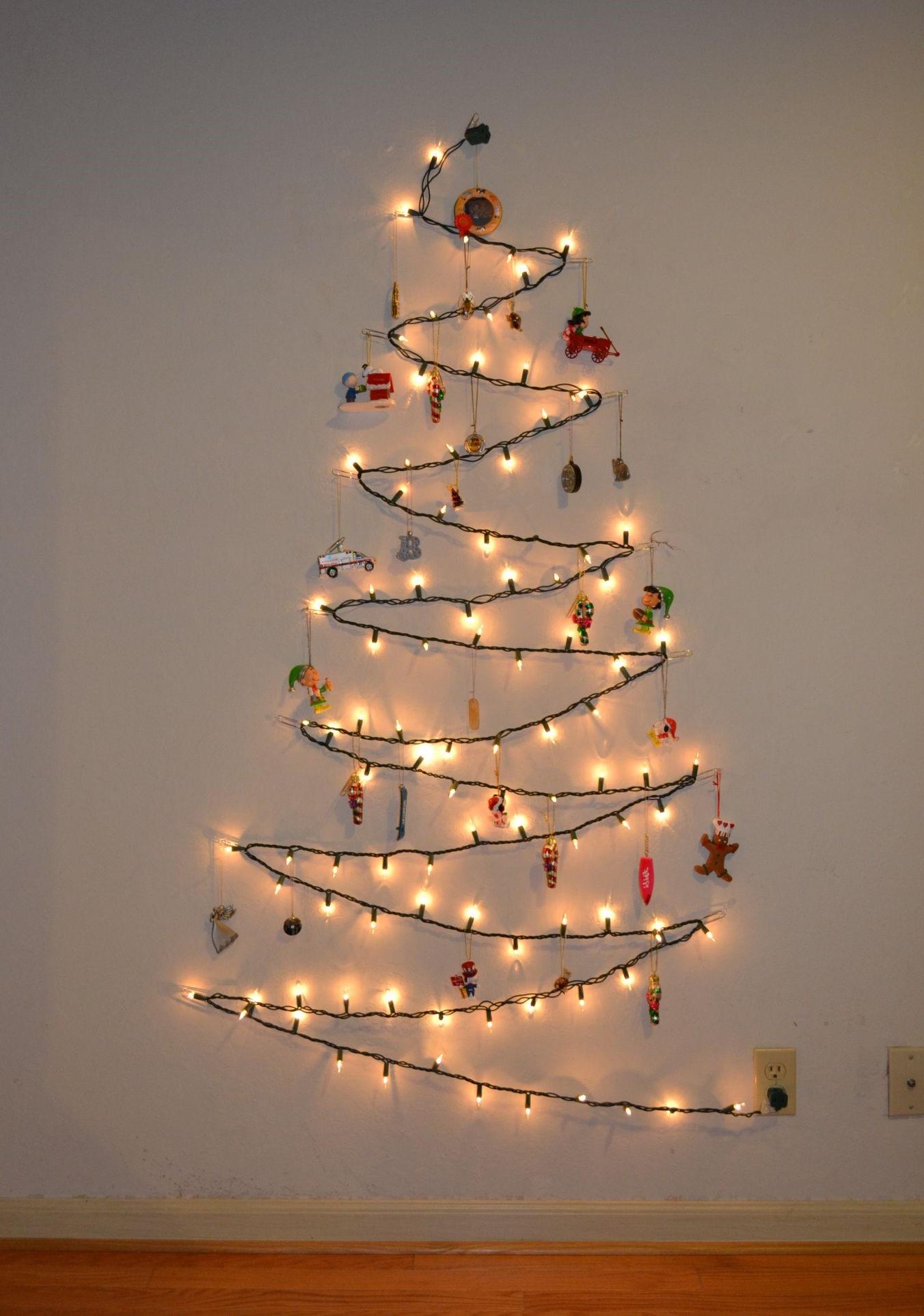 Si vous vivez dans une maison ou un appartement, vous pouvez décorer avec des lumières à l'extérieur, mais qu'en est-il si vous les avez sautées cette année?