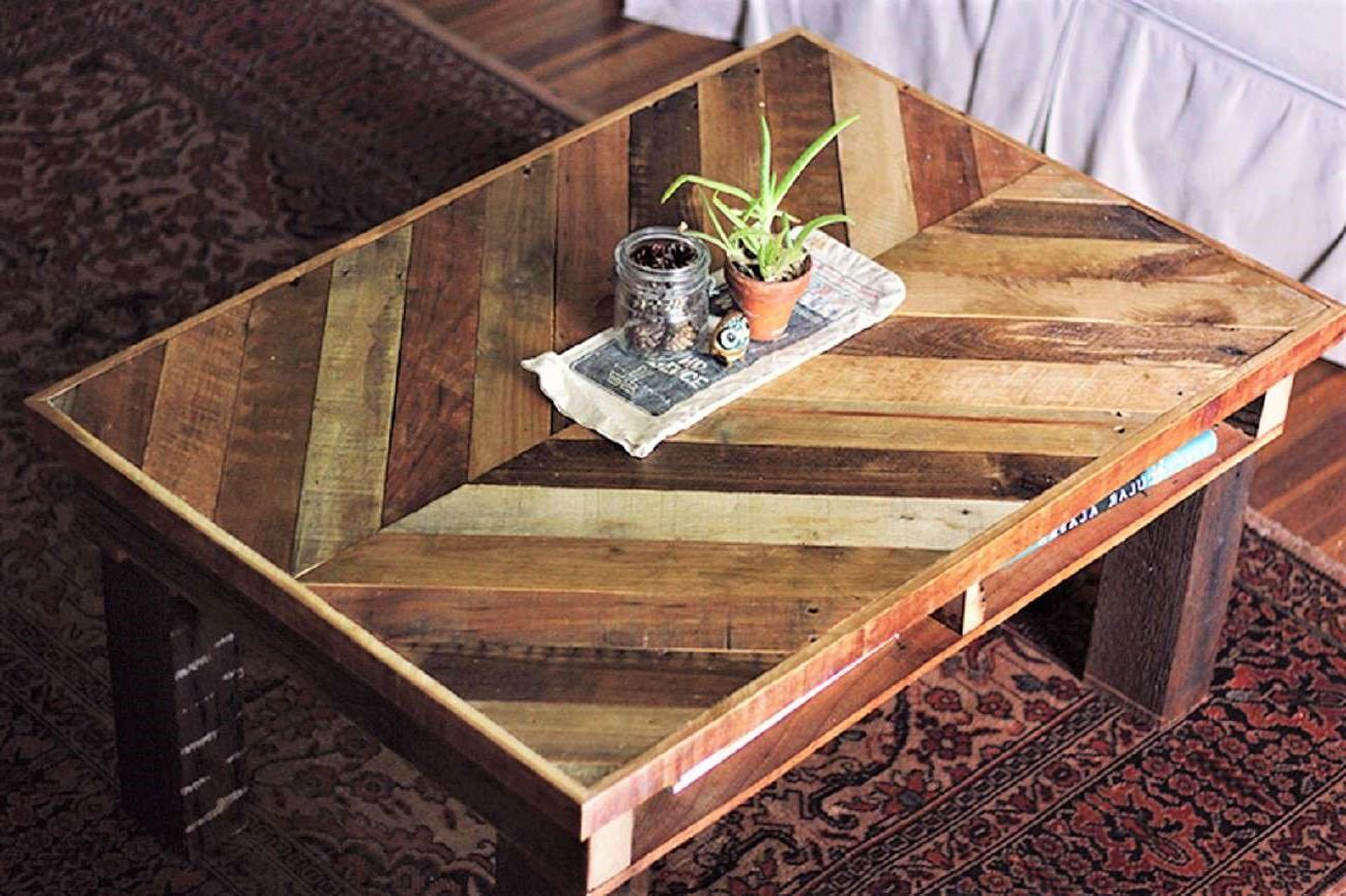 Table basse en palette en bois de récupération.