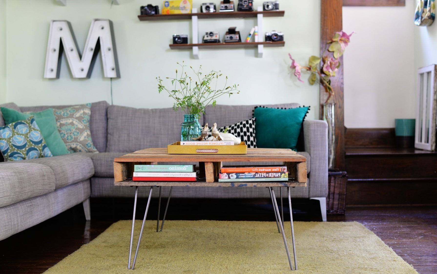 La forme inhabituelle donnera un look unique à votre table basse en palette qui la distinguera des autres.