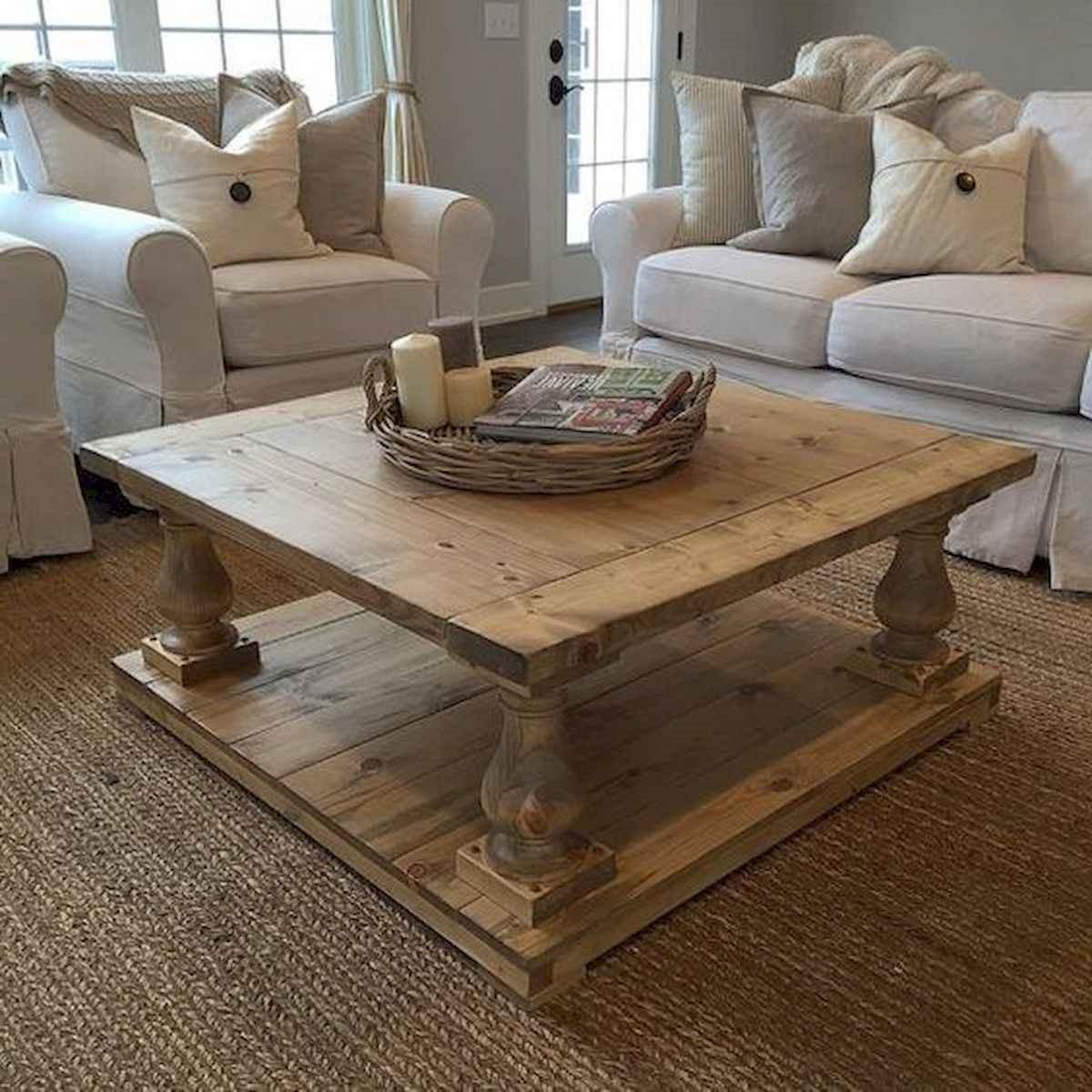 Cette élégante table basse sera l'accent général dans votre salon.