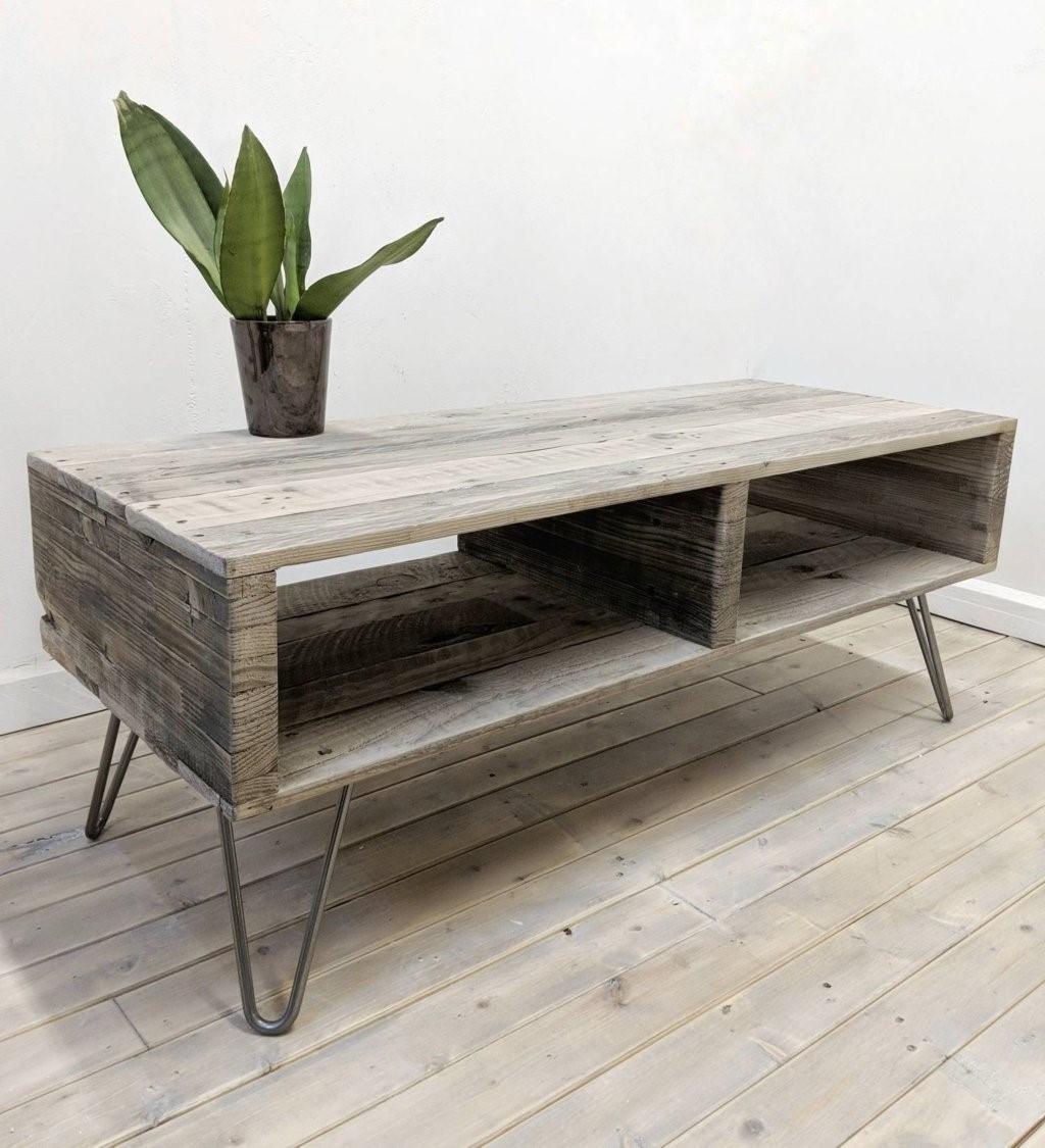 Cette belle table basse peut également être utilisée comme commode de télévision.