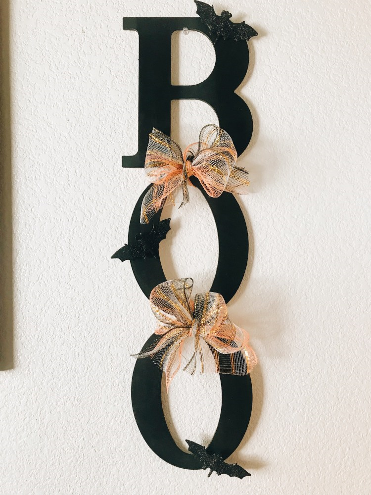 une jolie banderole en carton BOO - décoration à faire soi-même pour l'Halloween, idées et astuces