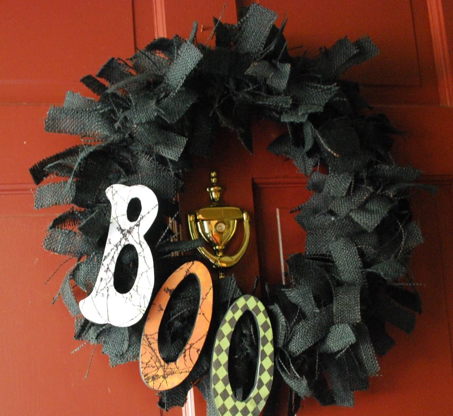 Une jolie banderole en carton BOO pour Halloween -décoration à faire soi-même pour l'Halloween