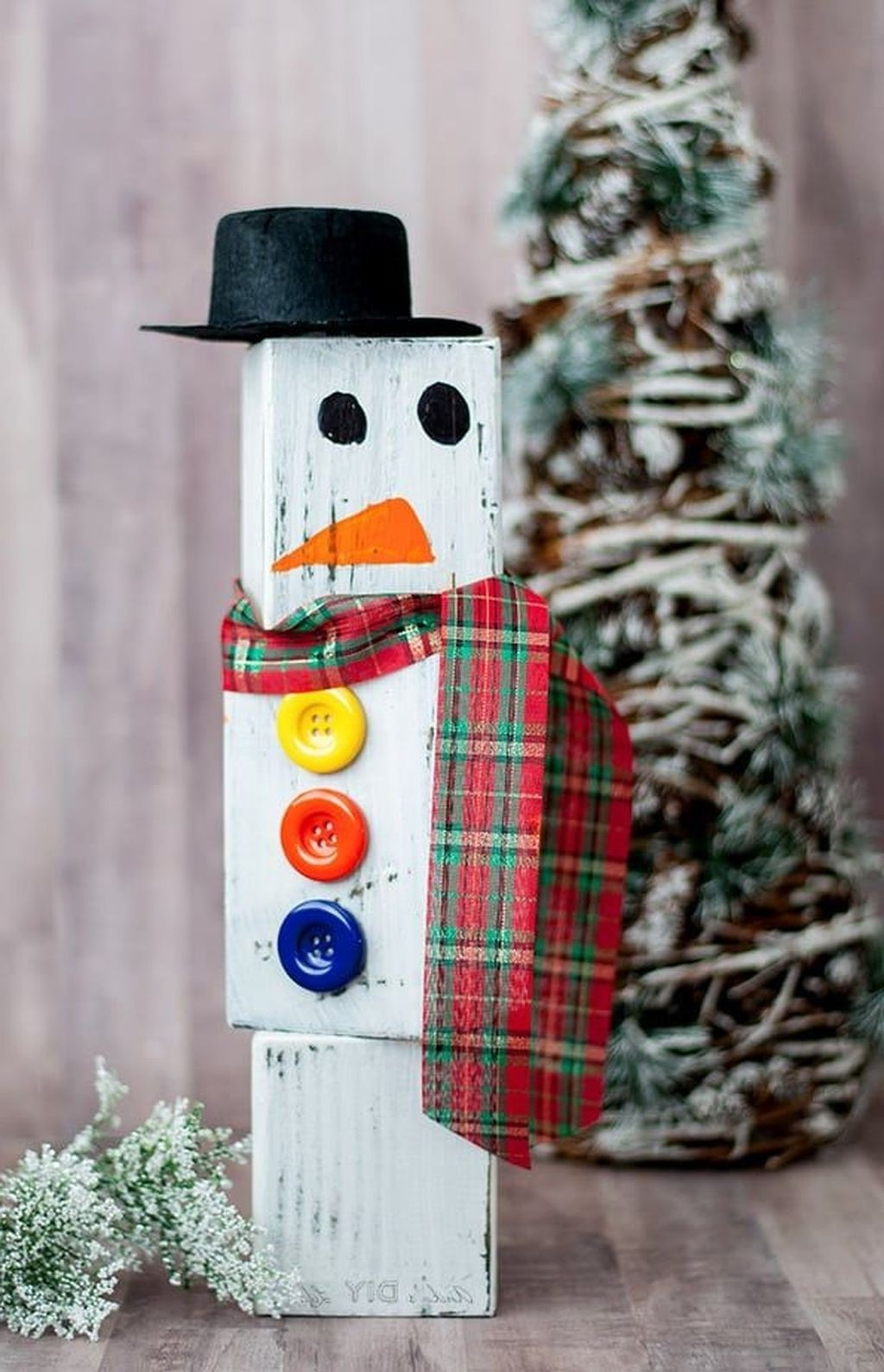 Bonhomme de neige en bois.