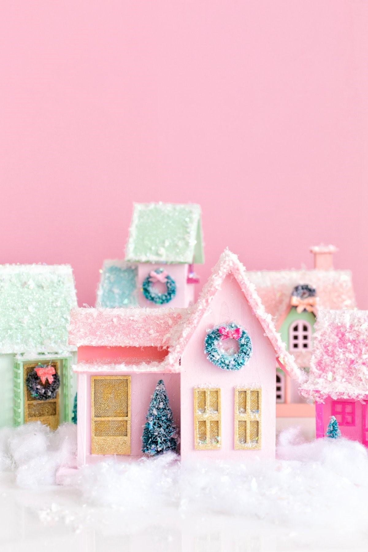 Activité manuelle de Noël: Village de Noël coloré.
