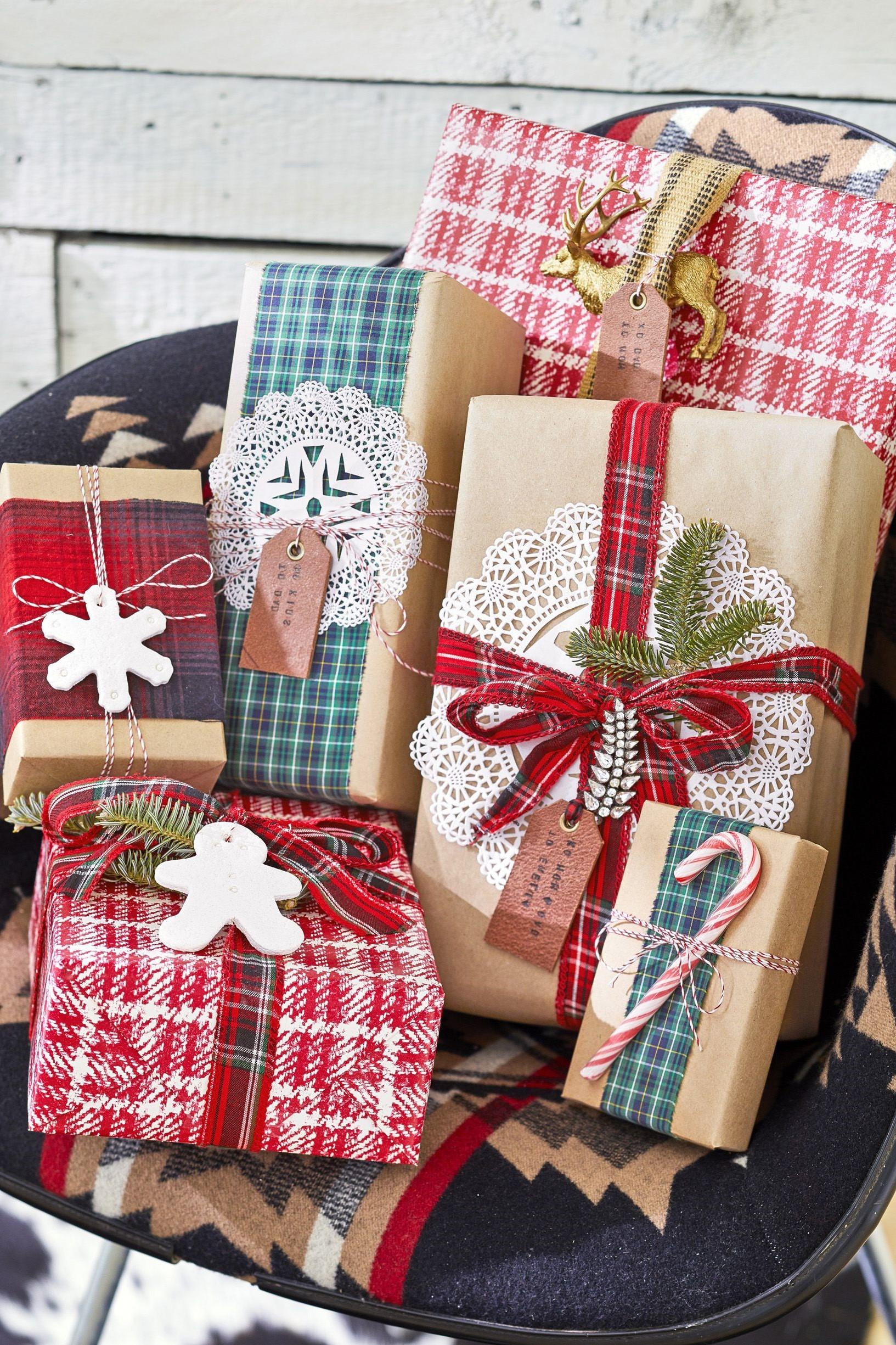 Activité manuelle de Noël: Rubans de chemise à carreaux.