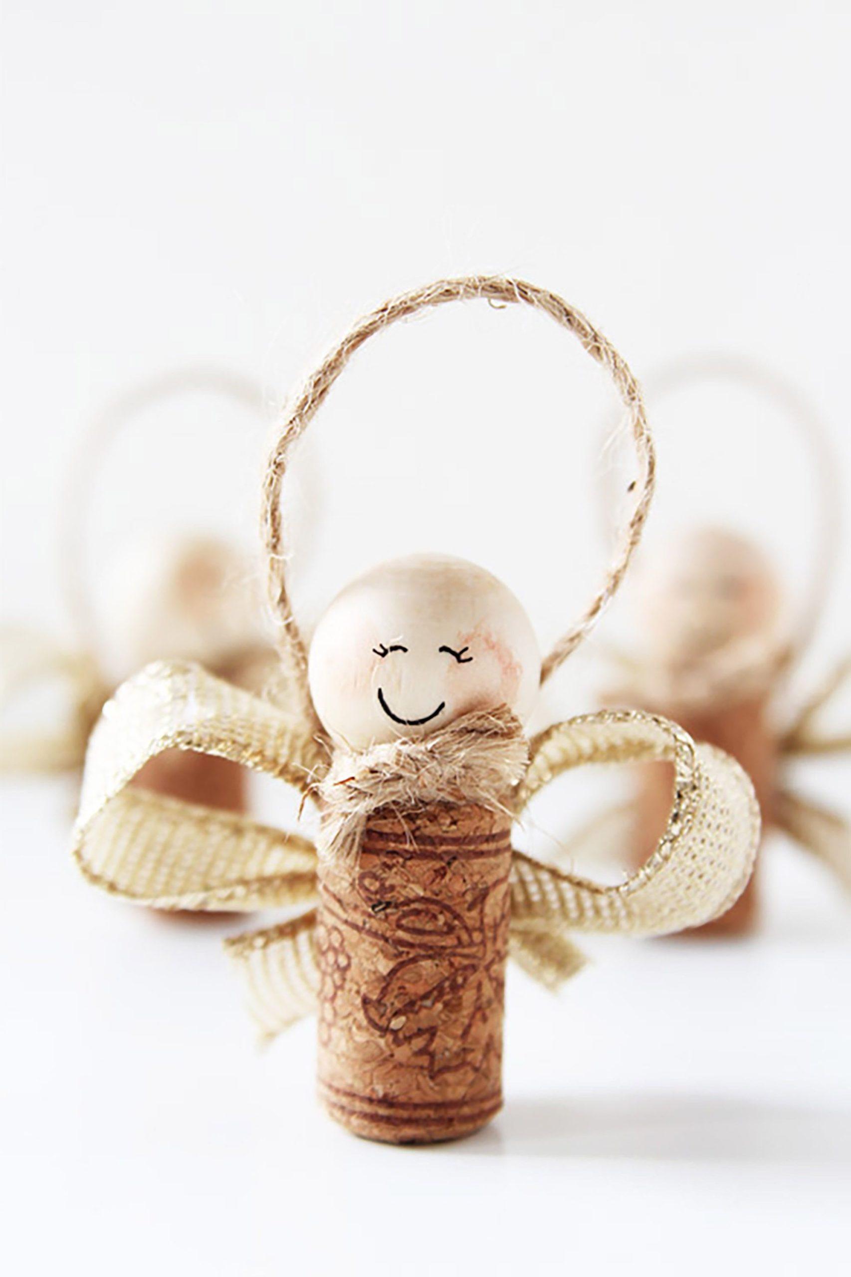 Activité manuelle de Noël: Anges faits de bouchon de liège.