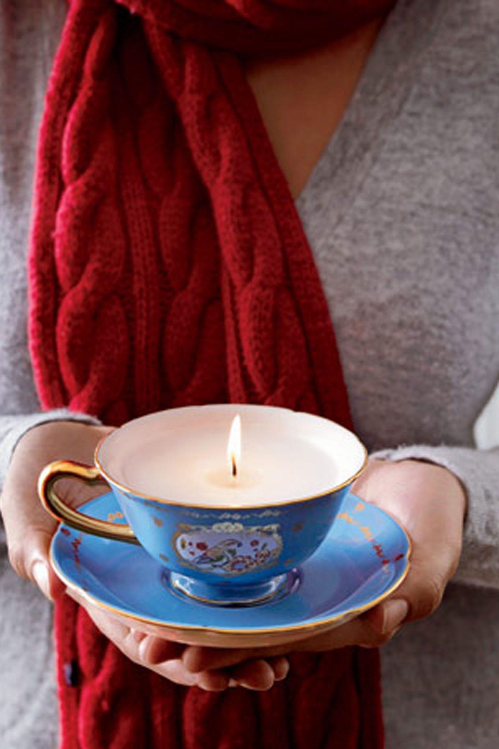 Activité manuelle de Noël: Bougie dans une tasse de thé.