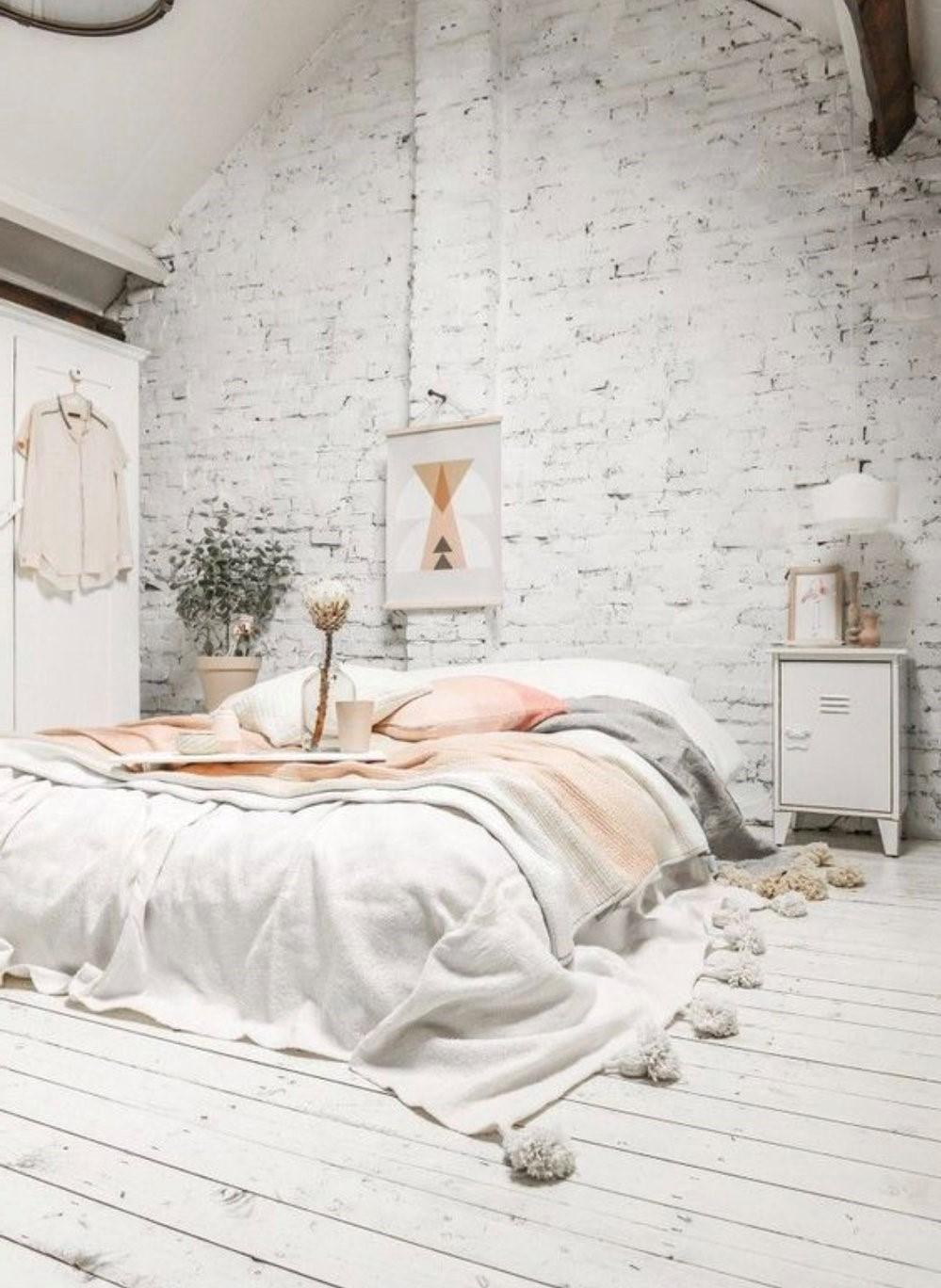 Aménagement sous combles: La conversion de votre grenier en une chambre supplémentaire est un excellent moyen d'ajouter de la valeur à votre propriété.
