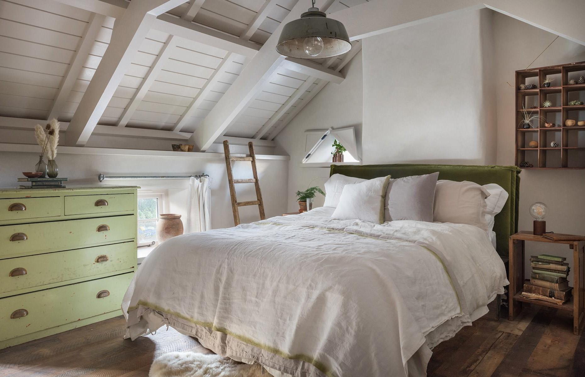 Aménagement sous combles: Lorsque vous introduisez de la lumière dans un loft, sortez des sentiers battus.