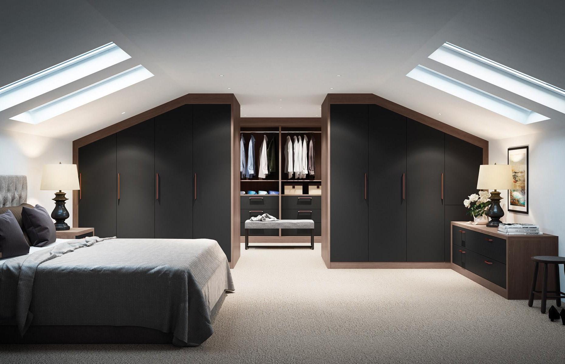 Si votre pièce est dotée de nombreuses fenêtres, ou si vous souhaitez simplement une sensation plus intense et enveloppante, expérimentez avec des teintes plus sombres - même le noir.
