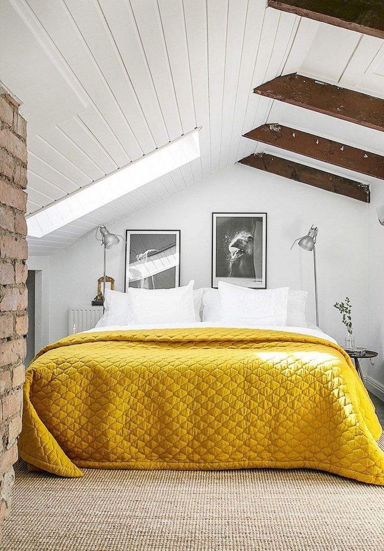 Attirez l'attention sur les décisions architecturales originales avec des éclairages, des peintures et des œuvres d'art bien placées.