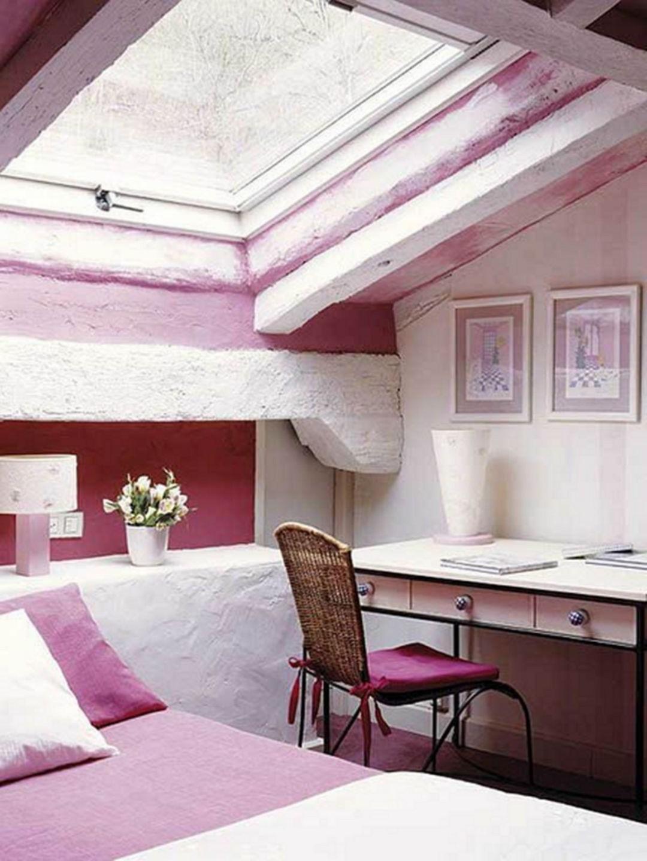 Aménagement sous combles: Laissez les murs originaux exposés pour ajouter un caractère rustique à la pièce.