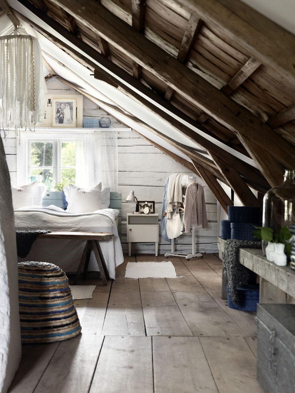L'espace limité et l'angle des chambres sous les combles vous obligent à faire attention aux choix de meubles.