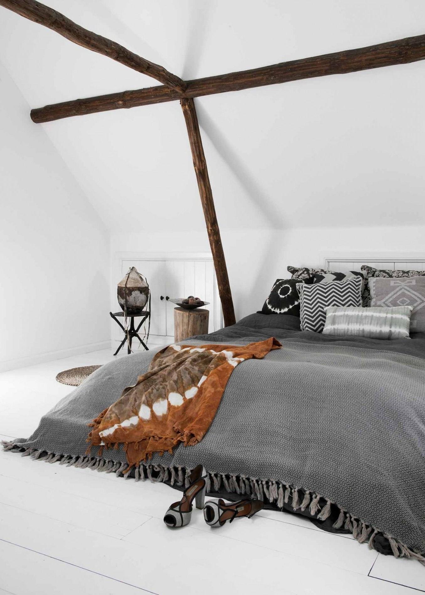 Une chambre mansardée est un excellent espace pour expérimenter de nouvelles idées de design.