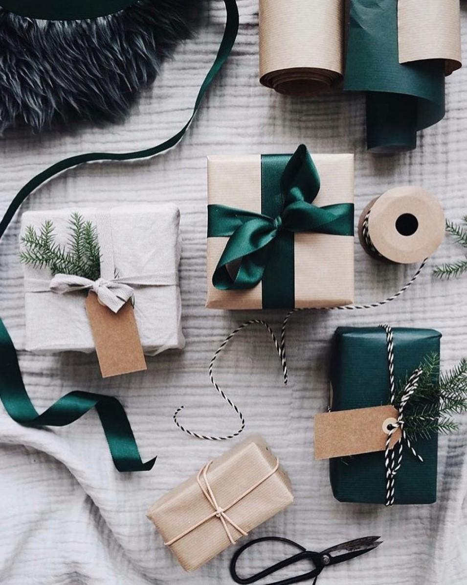 Idées d'emballage cadeau avec boîte en carton de Noël.