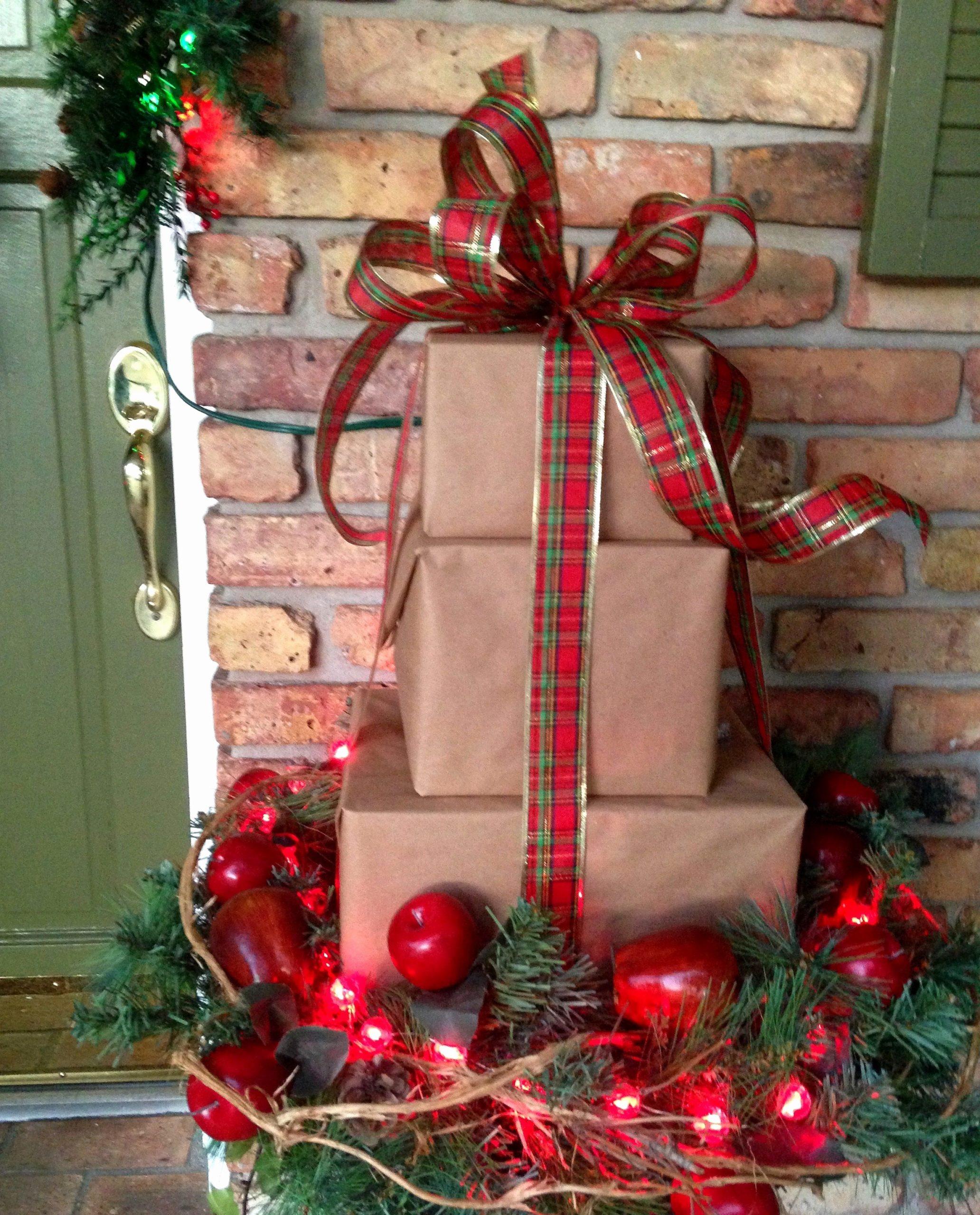 Décoration facile avec des boîtes cadeau.