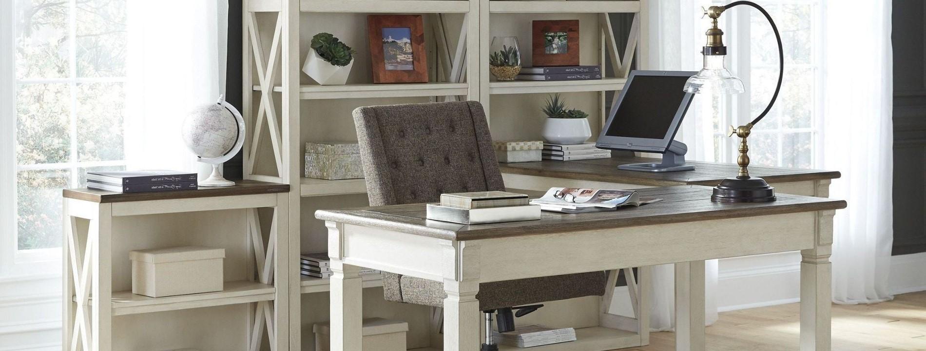 Créez un espace de bureau dans le salon ouvert.
